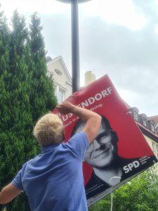 Der Ortsverein Hüxtertor hat zur Unterstützung von Tim 100 Plakate im Viertel angebracht